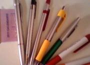 Boligrafos, llaveros y remeras con logo de la emp…