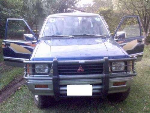 Mitsubishi l200 doble cabina azul (japonés) 4x4 año 1998 turbo excelente estado!!!!