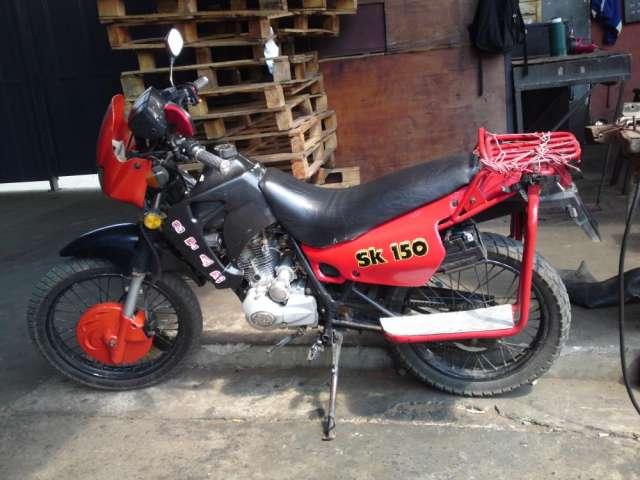 Vendo o permuto moto trail sk150
