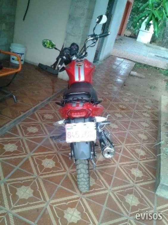 Vendo moto rojo kenton con todos los papeles