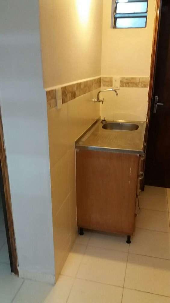 Alquilo pieza con baño y cocinita!!