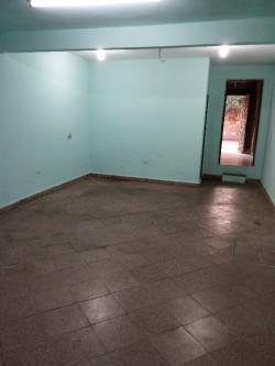 Alquilo amplio salon para vivienda a 4 cuadras del shopping mariano.