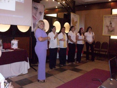 Monique cosmeticos 50% de ganancia, incorpora lideres y vendedoras en todo paraguay