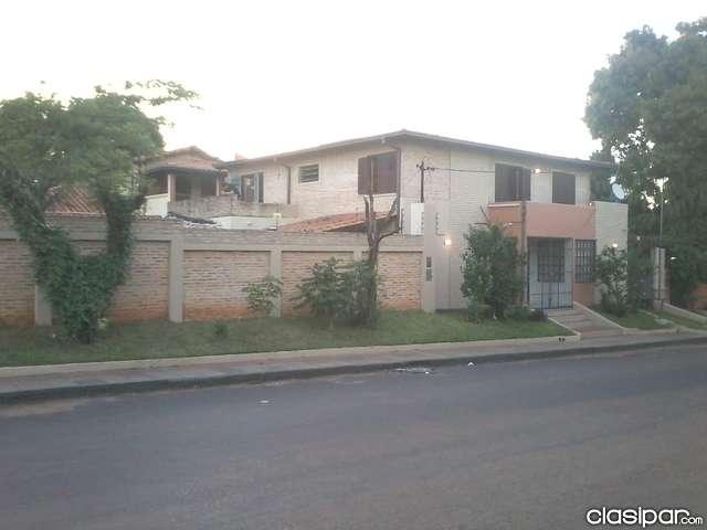 Residencia amplia 4 dormitorios con sistema de seguridad y piscina