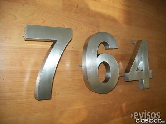 Numeros en acero inoxidable por una puerta de una suite de hotel con tamaño estandar de 12cm