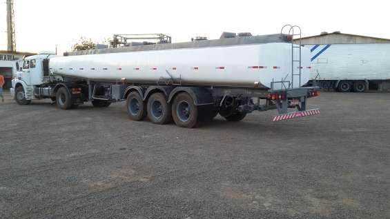 Carreta cisterna tanque