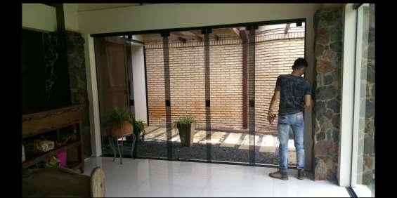 Puerta de vidrio mano amiga