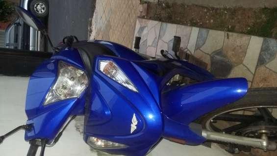 Vendo moto kenton city 125 tipo motoneta semi nueva