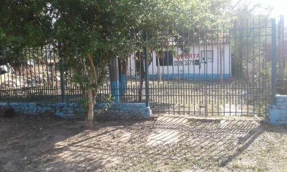 Vendo casa a refaccionar ubicado zona abasto norte de la ciudad de limpio.